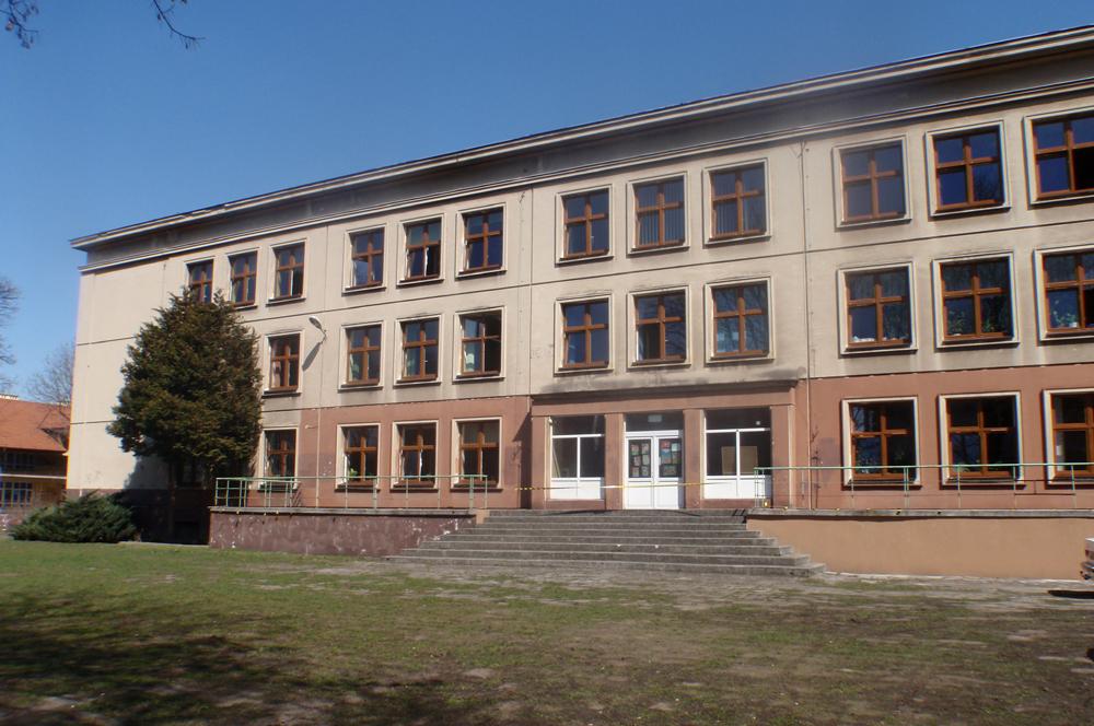http://zso18.krakow.pl/wp-content/uploads/2013/11/3_budynek_tyl_1.jpg